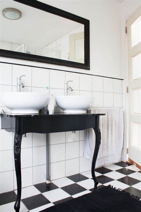 Bathroom Ideas Subway Tile by 10 Gorgeous Black And White Bathrooms Huffpost