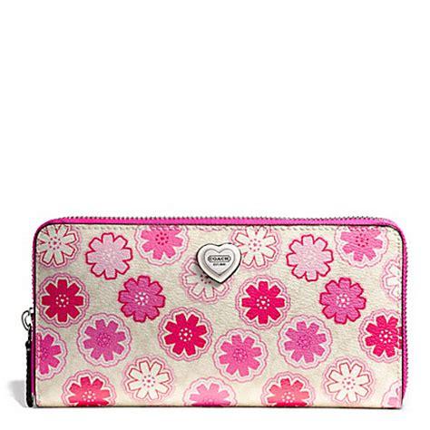 Coach Floral Zip Wallet coach f50672 floral print accordion zip wallet 26703