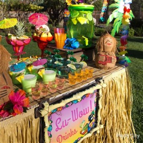 hawaiian table decorations ideas raffia luau buffet table idea luau raffia decorating