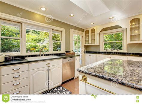 piastrelle in granito cucina con le cime granito isola e
