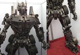 Dispenser Royal Bekas 11 kreasi robot luar biasa yang dirakit dari sah daur ulang
