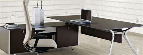 glazen aan tafel glazen bureau design tafel arkitek mijnkantoormeubelen