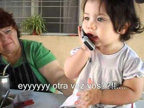 bebes hablando entre ellos bebe hablando por telefono