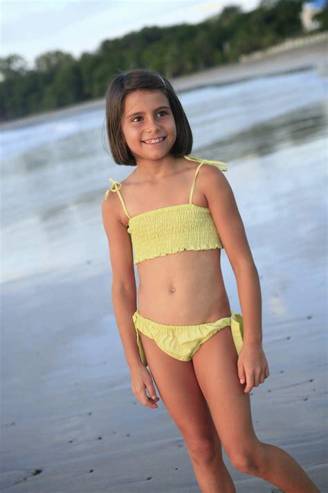 young model 14 15 nu maillot de bain bikini fille ouessant vert anis l orangerie