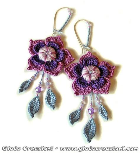 C 0225 Kaos Flowers In inspiration shaped flowers with dangling and