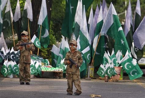 day celebration pakistan independence day celebration pics images 2016