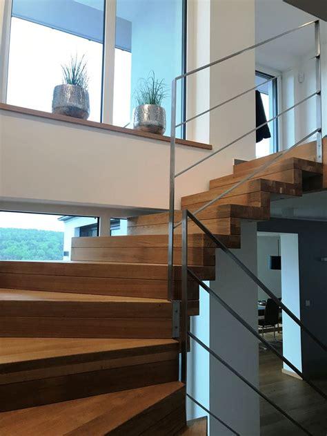 treppe edelstahlgeländer die besten 25 halbgewendelte treppe ideen auf