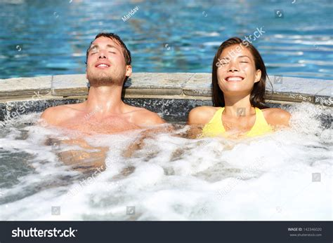 couples in bathtubs la palabra del d 237 a quot remolino quot spanishdict answers