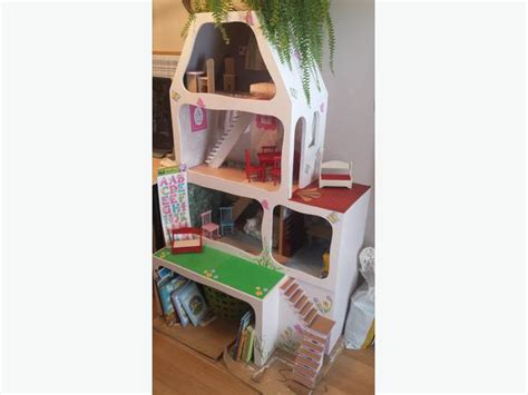 5 Ft Tall Doll House Central Nanaimo Nanaimo