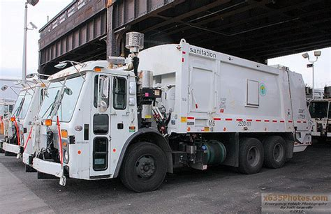 Garden City Ny Garbage Collection Nyc Sanitation Truck 25dd 101 Flickr Photo