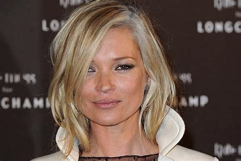 how to streak grey hair blonde going grey kate moss s hair dye disaster 9thefix