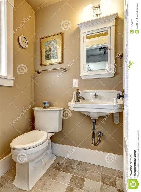 Bathrooms Ideas 2014 by Interior Simples Do Banheiro Na Cor Bege Foto De Stock