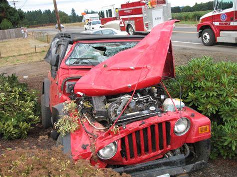 crashed jeep wrangler jeep wrangler wrecked crash hillsboro oregon
