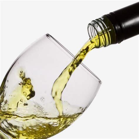 bicchieri vino bianco vino bianco ristorante pizzeria jannaristorante pizzeria