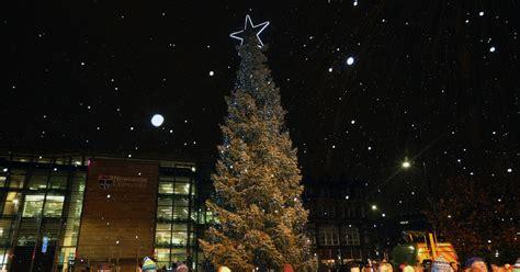 newcastles bergen christmas tree lit    season   flurry  snow chronicle