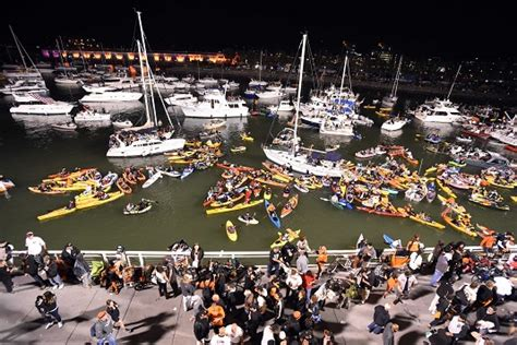 mccovey cove boat party a night in mccovey cove at the world series