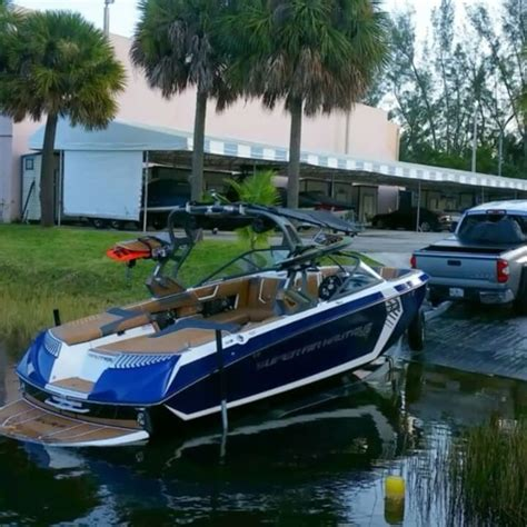 best wakeboard boat 8 best wakeboard and wakesurf boat images on pinterest