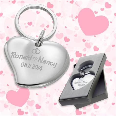 Wedding Keychains by Cuore Shaped Wedding Favors Keychains Wedding