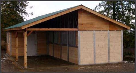 tack room  hay room   conventional shedrow design