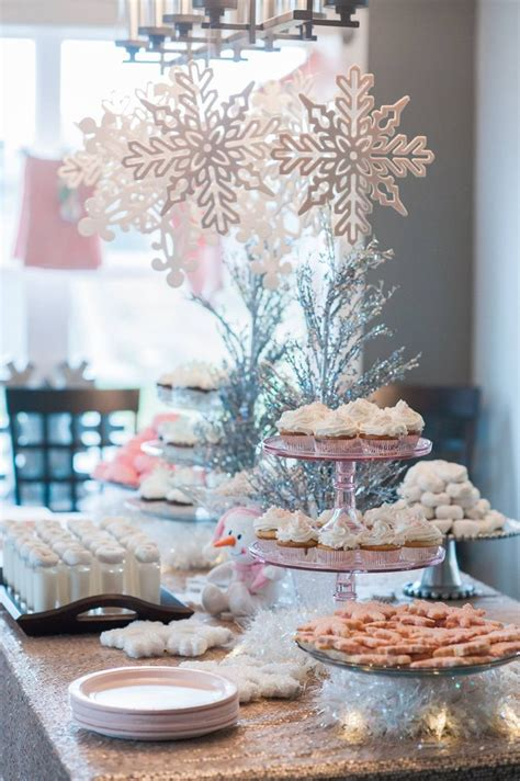 Snowflake Baby Shower Ideas by Best 25 Baby Shower Winter Ideas On Babyshower Decor Snowflake Baby Shower And