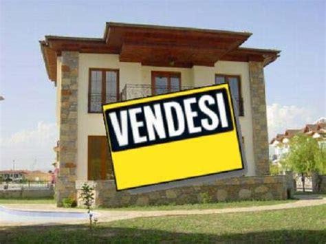 casa mercato roma economia casa prezzi in calo compravendite in aumento a