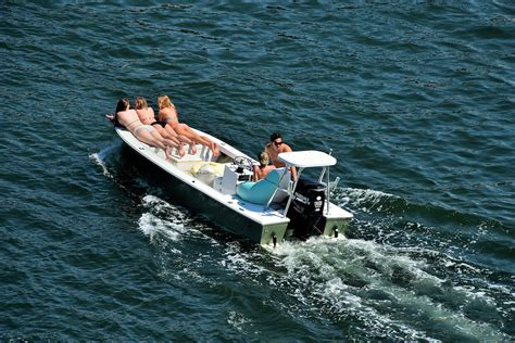 fast boats fort lauderdale young couples on speed boat in fort lauderdale florida