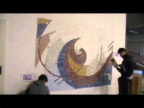 mosaico con piastrelle rotte come si decora un muro con le piastrelle rotte trencad 236 s