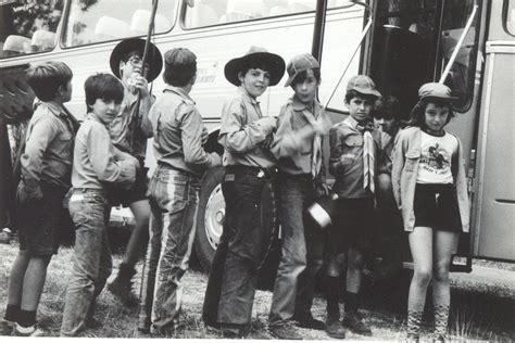 fotos a blanco y negro antiguas fotos antiguas barrio peral subiendo al autobus en blanco