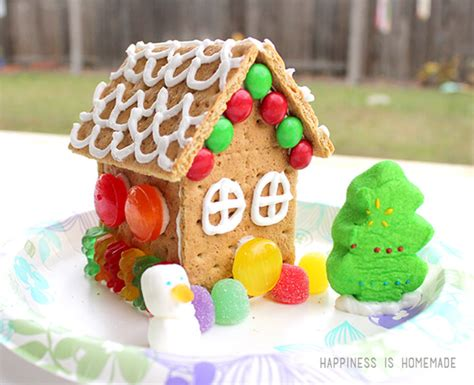 gingerbread house with graham crackers how to make graham cracker gingerbread houses happiness is homemade