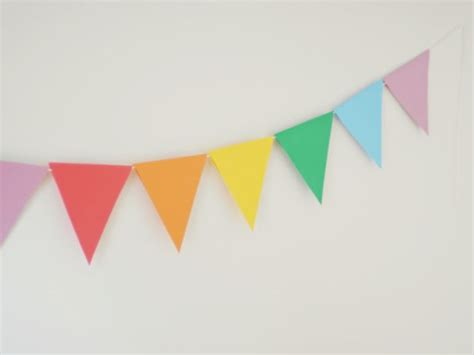 How To Make Paper Pennant Banner - diy a paper banner