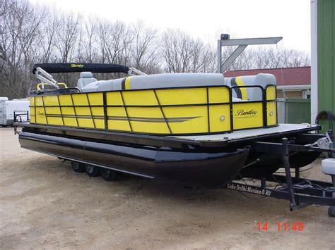 pontoon boats bentley bentley pontoon 253 party cruiser tritoon mercury 150hp