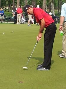 charles schwartzel golf swing charles schwartzel works on his putting golf by tourmiss
