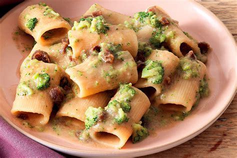 ricette per cucinare i paccheri ricetta paccheri in salsa al miso broccoli e albicocche