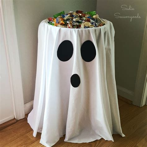how to make easy halloween decorations at home best 25 diy halloween decorations ideas on pinterest
