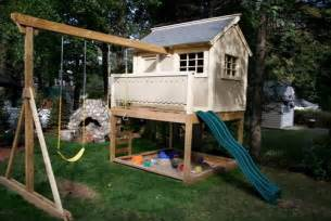 various common types that available in backyard playhouses