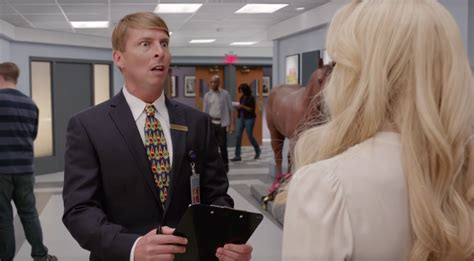 30 rock couch commercial 30 rock sitcom characters return for verizon commercials