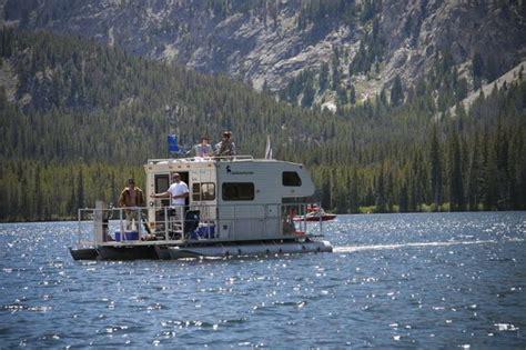 weekend   lake    rv   floating rv
