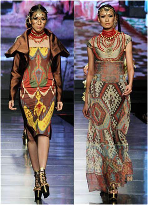 desain baju adat evolusi pakaian adat kalimantan tersisa di motif tenun