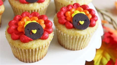 How To Make A Thanksgiving Turkey Out Of Construction Paper - how to make thanksgiving turkey cupcakes