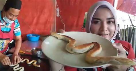viral makan roti canai bentuk ular haram
