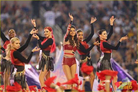 thanksgiving show selena gomez s thanksgiving halftime show performance now photo