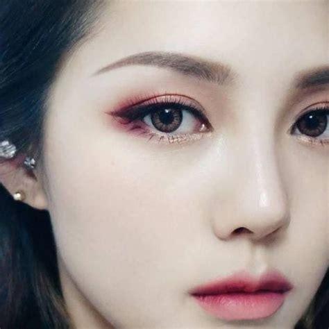 tutorial make up perempuan korea 讓雙眼的立體感秒現 漸層眼妝 打造女神般的眼神 男生都被你迷倒了 女生集合 tagsis