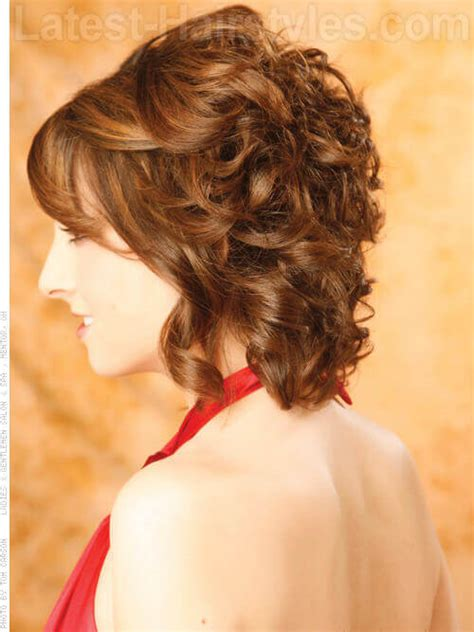 chin length loose waves wavy layered chin length hairstyles 13 cutest chin length