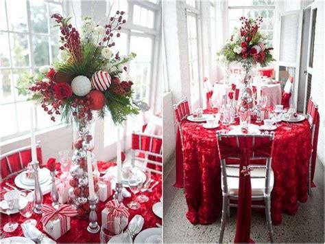 tavola natalizia elegante decorazioni tavola di natale in rosso e bianco foto
