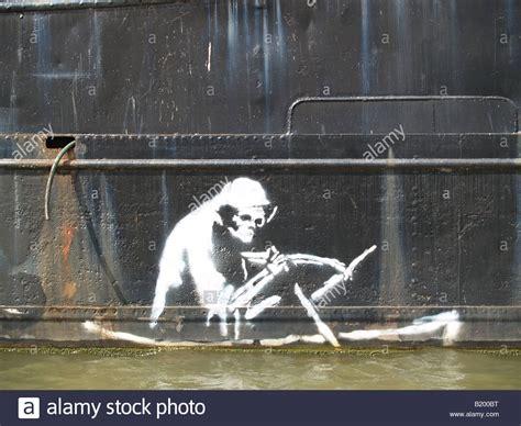 banksy stencil graffiti  bristol uk death morte