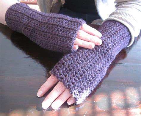 the crafty novice diy crochet fingerless gloves
