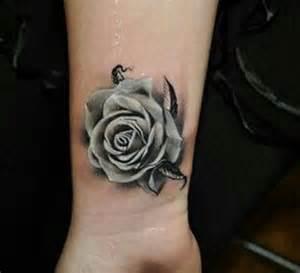 25 tatuajes de rosas negras ideales para ti las 25 mejores ideas sobre tatuajes de la mu 241 eca rosa en