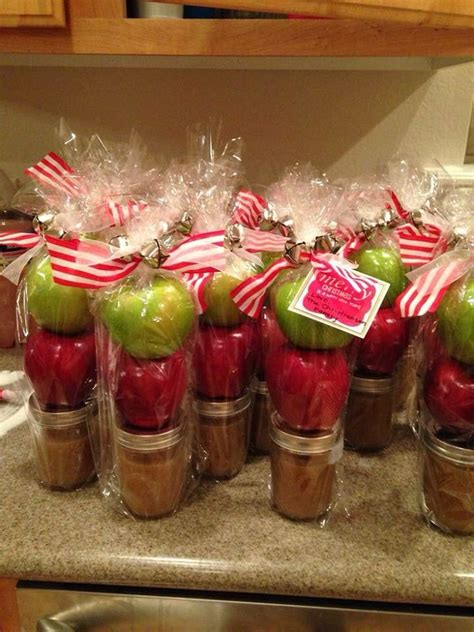 christmas gifts for guests 1000 ideas about housewarming favors on housewarming labels free