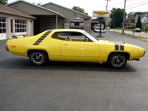 plymouth roadrunner 1971 1971 plymouth road runner classic automobiles