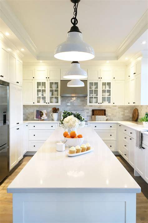 comptoir de cuisine quartz blanc comptoir de cuisine blanc cheap cuisine avec armoire